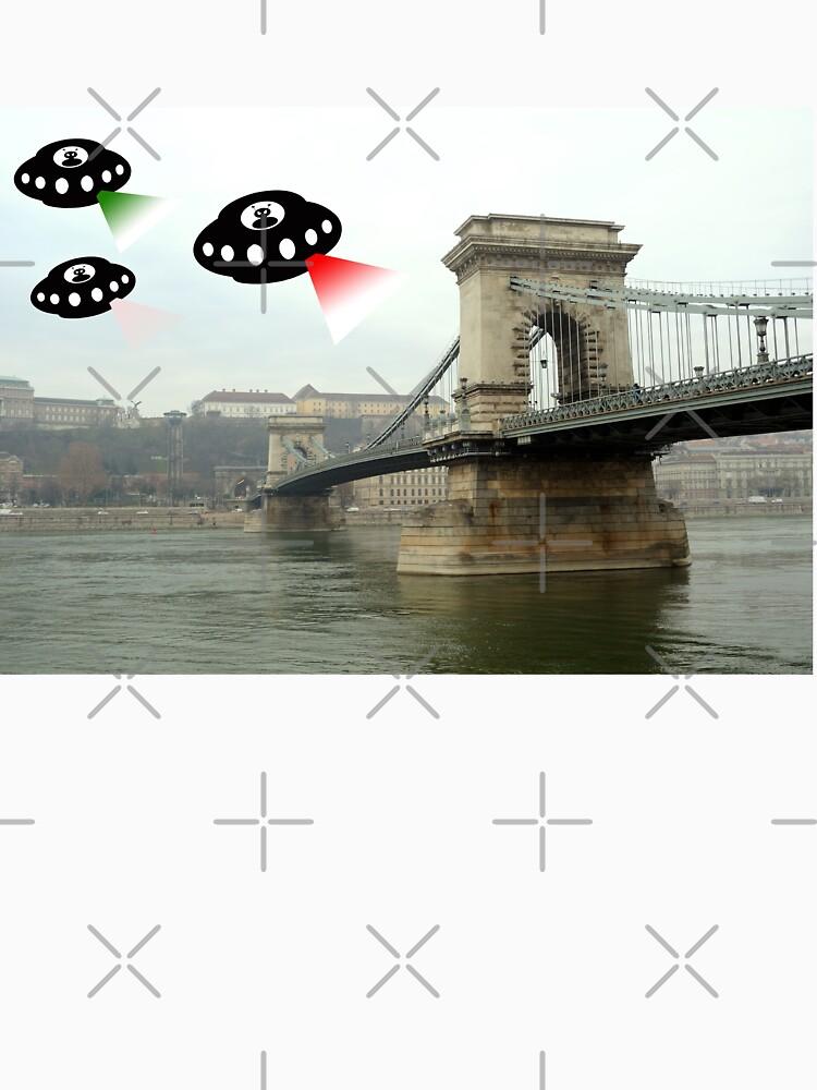 Aliens invade Budapest by funkyworm