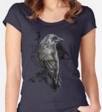 Camiseta entallada de cuello redondo cuervo gótico pájaro realismo dibujo boceto tatuaje
