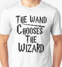The wand chooses the wizard Unisex T-Shirt