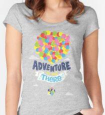 Das Abenteuer ist da draußen Tailliertes Rundhals-Shirt