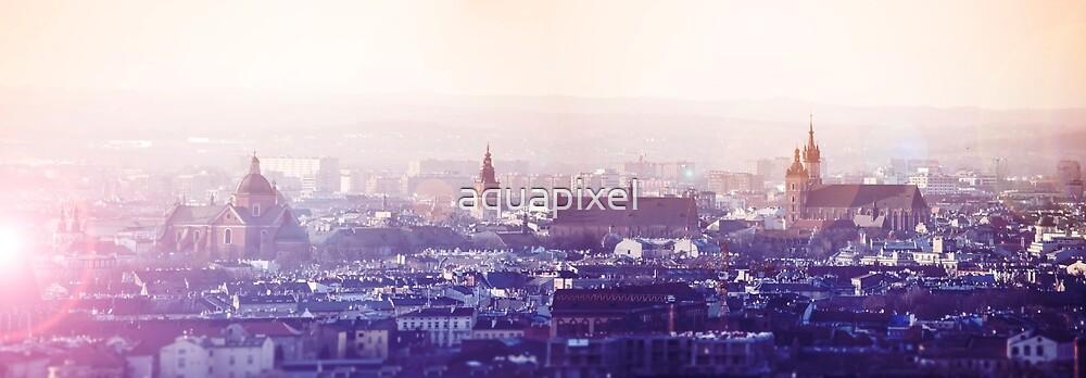 Vista panorámica de la ciudad vieja en Cracovia en la puesta del sol ...