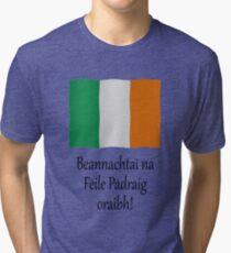 Beannachtaí na Féile Pádraig oraibh Tri-blend T-Shirt