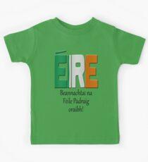 Beannachtaí na Féile Pádraig oraibh - Blessings of St. Patrick upon you. Kids Tee