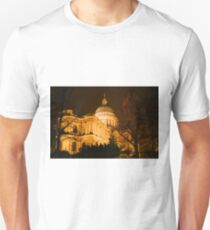 St Pauls's London at night Unisex T-Shirt