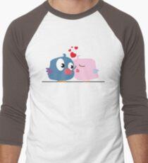 Two cartoon birds kissing Men's Baseball ¾ T-Shirt