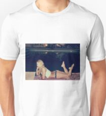 American Blonde Beauty 9267 Unisex T-Shirt