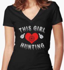 THIS GIRL LOVES HUNTING Women's Fitted V-Neck T-Shirt
