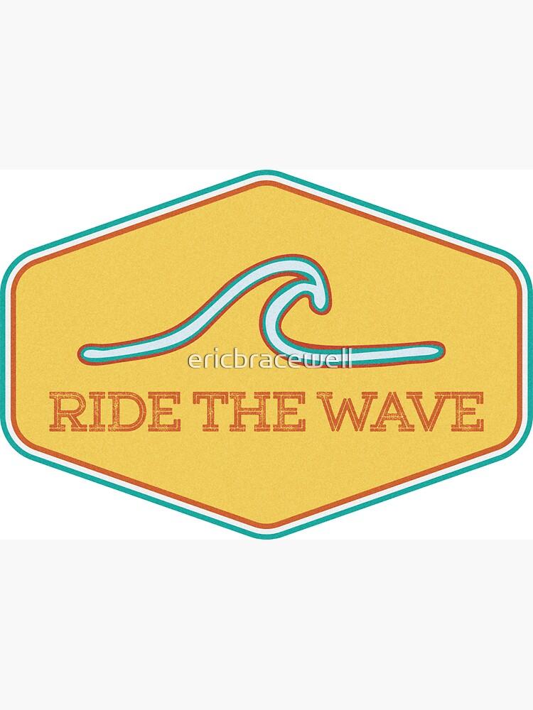 «Ride the Wave - Autocollant de surf vintage» par ericbracewell