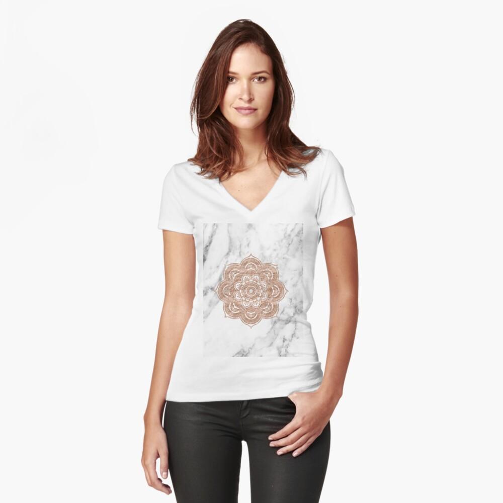 Roségold Mandala auf Marmor Tailliertes T-Shirt mit V-Ausschnitt