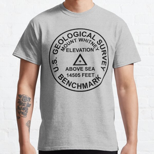 Mount Whitney, Kalifornien USGS Style Benchmark Classic T-Shirt