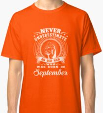 Never underestimate an old man who was born in september T-shirt Classic T-Shirt