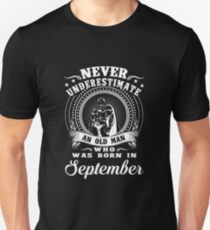 Never underestimate an old man who was born in september T-shirt Unisex T-Shirt