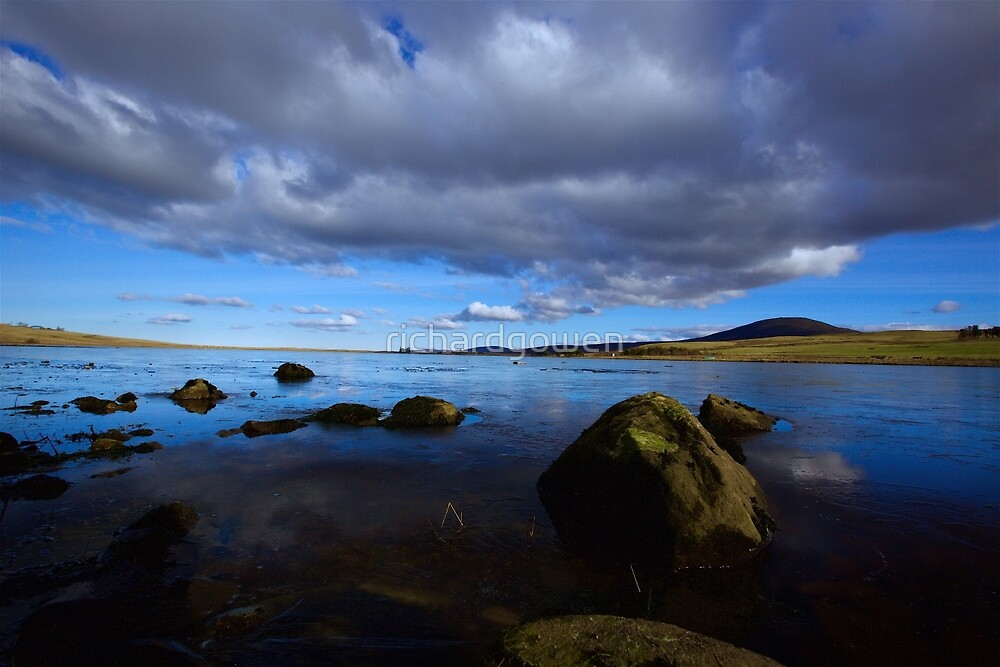 Scottish Lake. by richardgowen