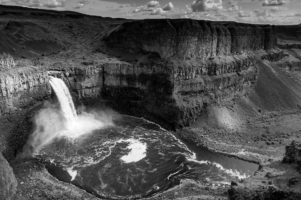 Palouse Falls with Clouds - Black and White by Zigzagmtart