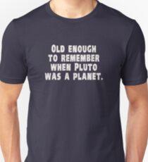 Alt genug, um sich zu erinnern, als Pluto ein Planet war Slim Fit T-Shirt