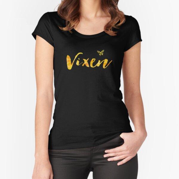 Hotwife Vixen con mariposa. Camiseta entallada de cuello ancho