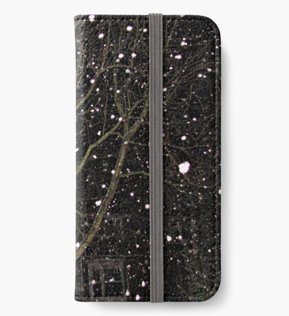 Falling Snow - Night Scene iPhone Flip-Case