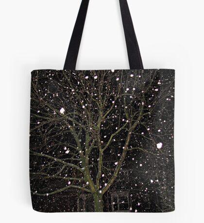 Falling Snow - Night Scene Tote Bag
