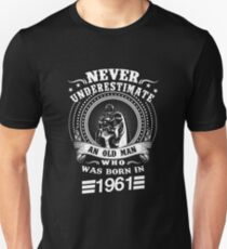 Never underestimate an old man who was born in 1961 Unisex T-Shirt