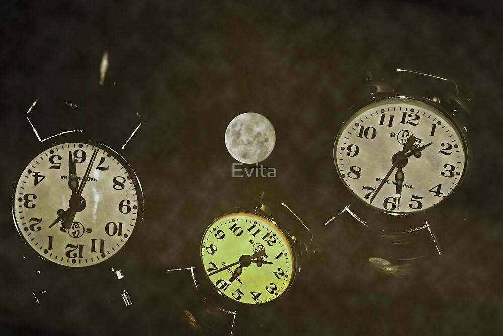 By The Moon.. Time Standing Still.... by Evita
