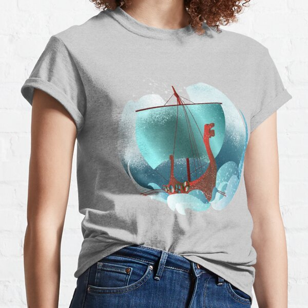 Sailing to new lands Classic T-Shirt