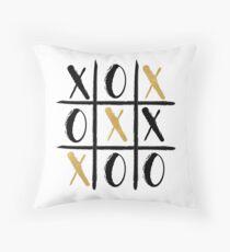 XO SYMBOL GAME BOARD - illustration gold Throw Pillow