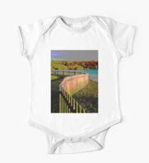Curved fence One Piece - Short Sleeve