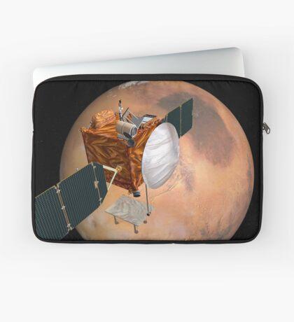 Mars Telecommunications Orbiter im Flug um den Mars. Laptoptasche
