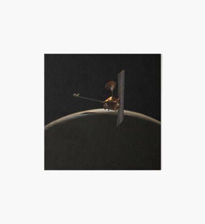 Mars Odyssey-Raumfahrzeug über Mars-Sonnenaufgang. Galeriedruck