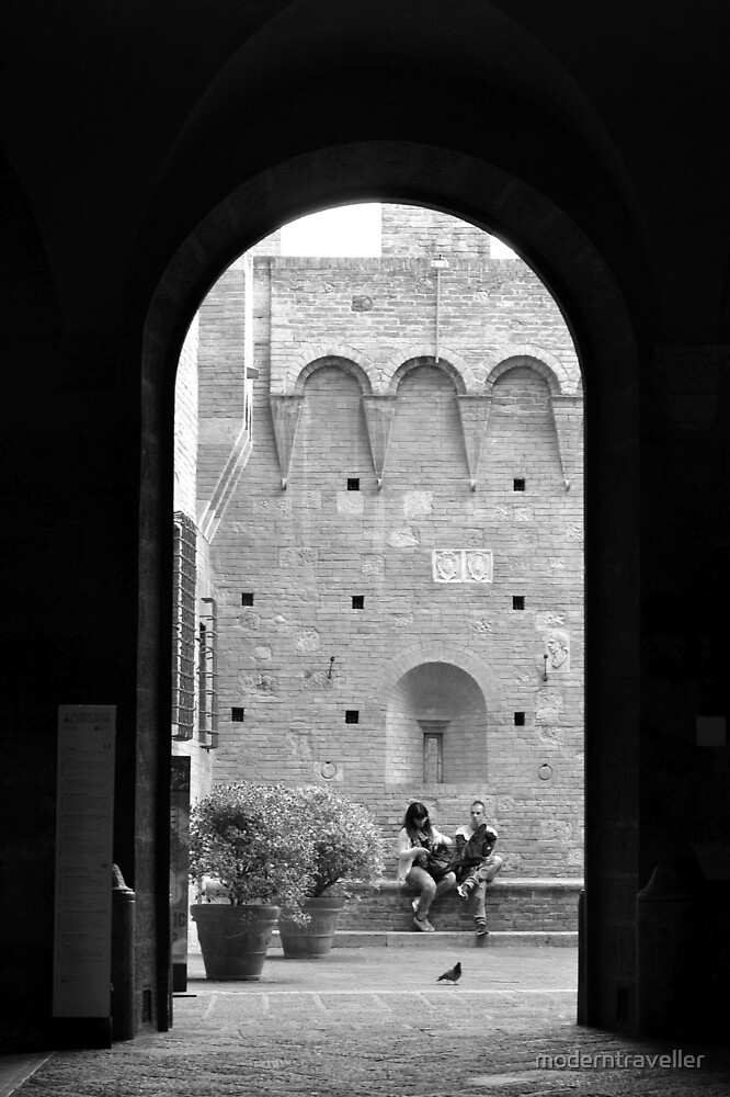 Couple through a monochrome arch, Siena by moderntraveller