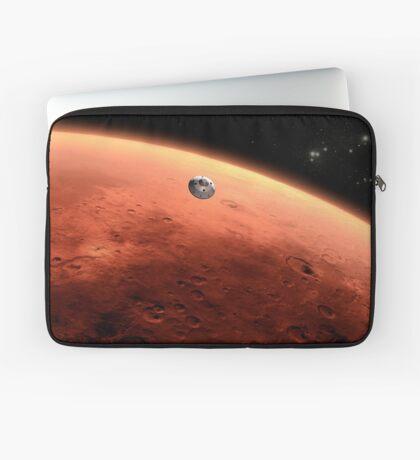 Das Konzept des Mars NASA Mars Science Laboratory nähert sich dem Mars. Laptoptasche