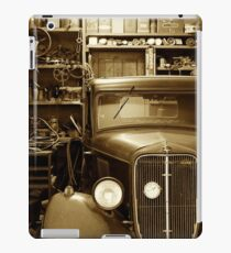 Classic Garage. iPad Case/Skin