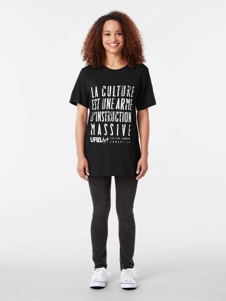 T-shirt ajusté ''UrbArt - La culture est une arme d'instruction massive': autre vue