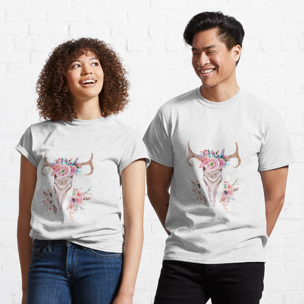 Deer skull with feathers and flowers Camiseta clásica