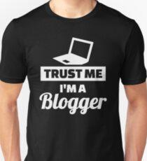Trust me I'm a blogger Unisex T-Shirt