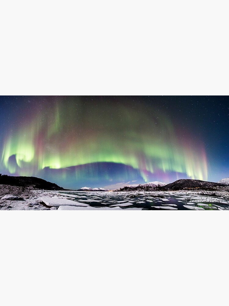 Panorama of the Northern Lights by roamer