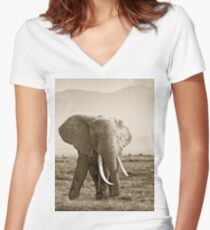 Big tusked Elephant W04 Women's Fitted V-Neck T-Shirt