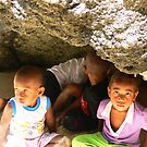 Hiding kids - Fiji by Abby Tropea