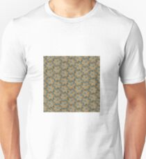 Ancient golden jewel with precious stones - seamless background T-Shirt