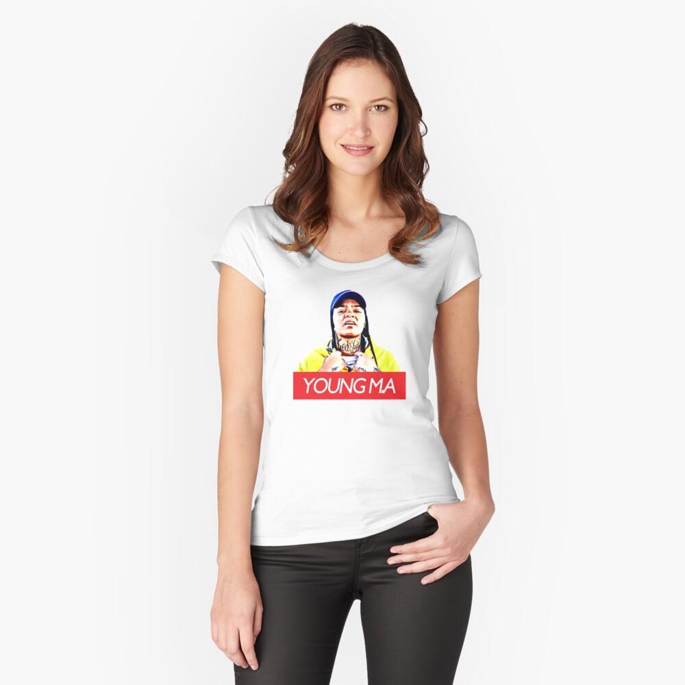 Junger MA Tailliertes Rundhals-Shirt