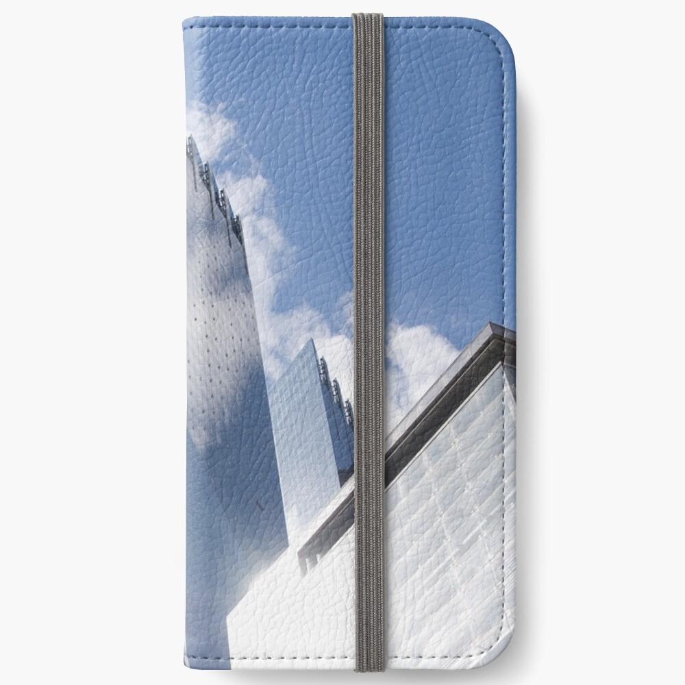Himmelreflexion auf Wolkenkratzer in New York iPhone Flip-Case