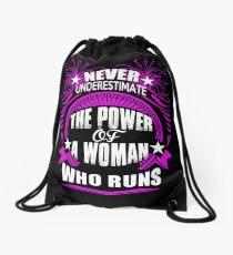 Unterschätze niemals die Macht einer Frau, die rennt Rucksackbeutel