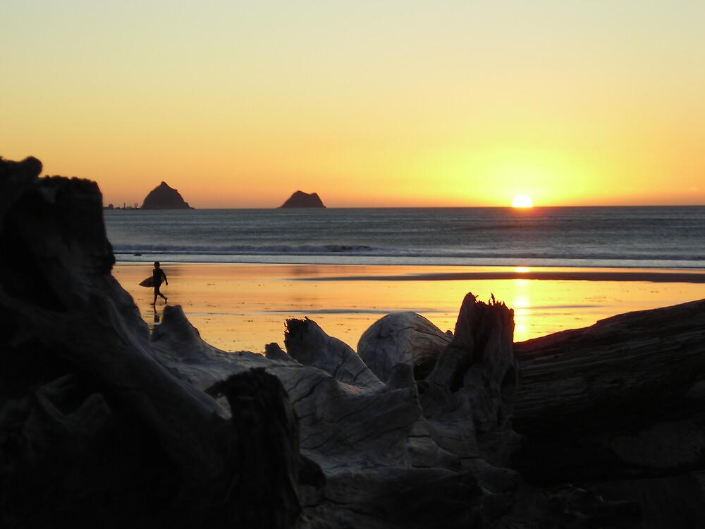 Fitzroy, Surfer at Sunset by pipes182