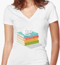 The Cat Loves Books Women's Fitted V-Neck T-Shirt
