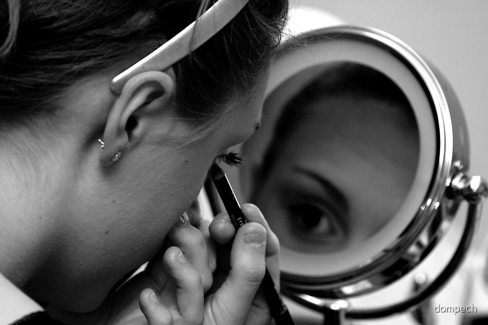 Doing makeup in black and white by dompech
