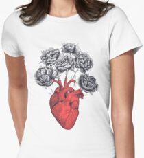 Heart with peonies Tailliertes T-Shirt für Frauen