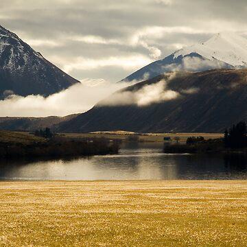 Misty mountain by AquaMarina