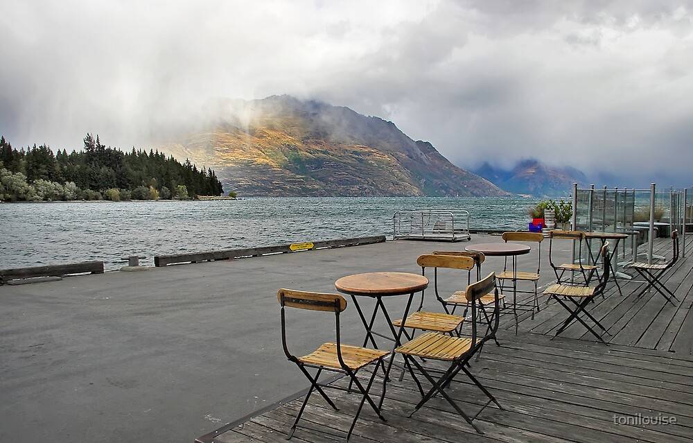 Heavy Cloud over Lake Wakatipu by tonilouise