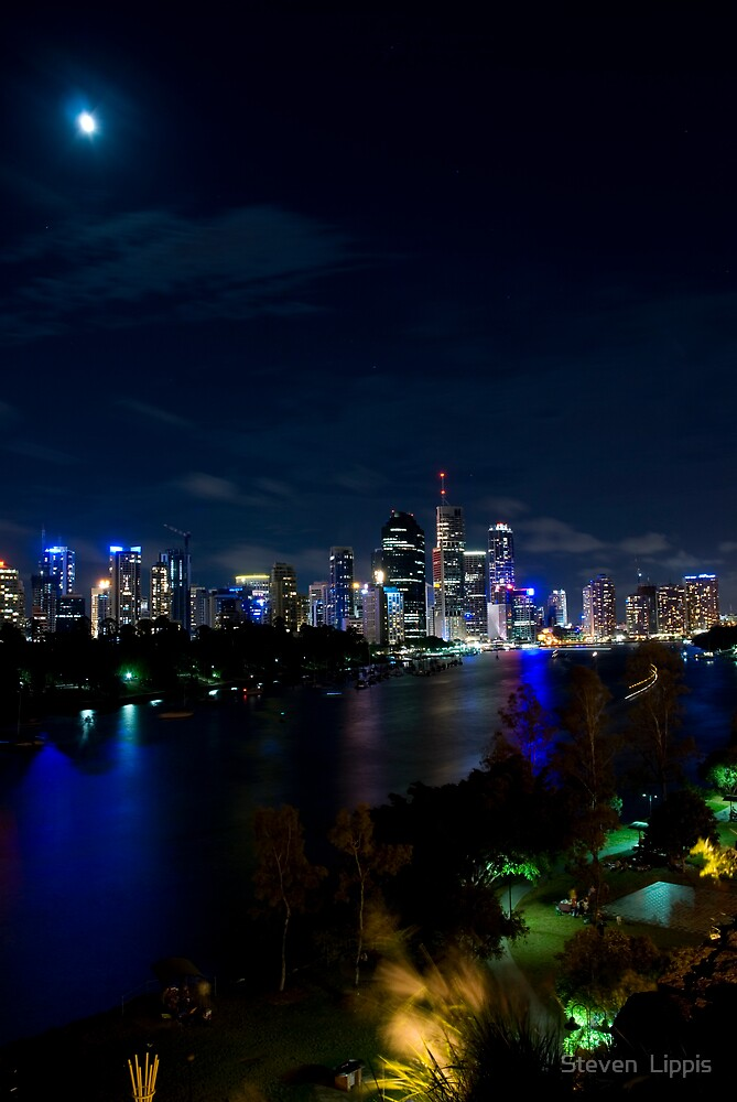 Brisbane Moon by Steven  Lippis