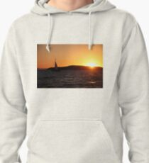 Sunset sail. Pullover Hoodie